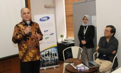 Chairman MIS Group Tedy Agustiansjah membuka In House Training di Graha Surveyor Indonesia, Jakarta (20/12).